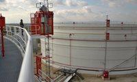 Przemysłowe windy STROS w rafinerii Bučany, Słowacja